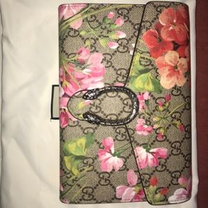 Authentic Gucci bloom Dionysus wallet on a chain😍